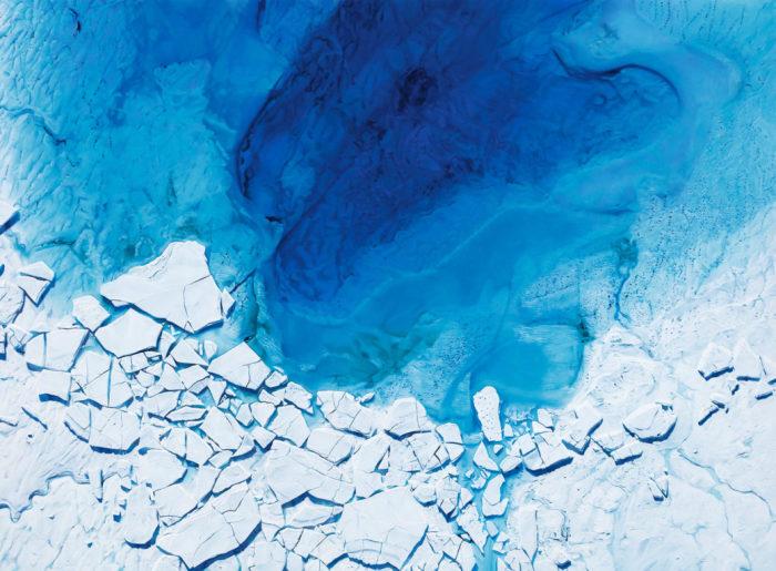 Подлёдное озеро в Антарктиде. Автор: Zaria Forman.