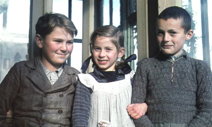 Здзислав с двоюродными сестрой и братом. \ Фото: pinterest.ru.