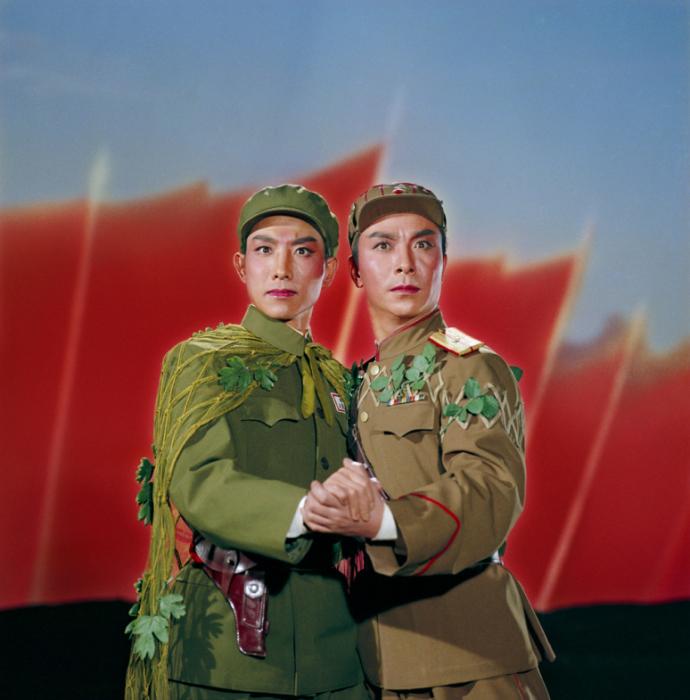 2013 г. Выставка в галерее Presentation House в Ванкувере. № 3. Опера «Налет на полк Белого тигра», 1971 год. Автор фото: Zhang Yaxin.