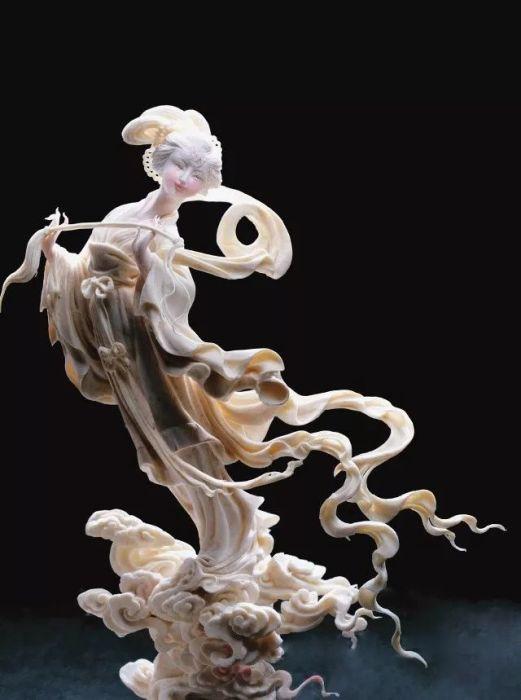 Ну чем не фарфоровая статуэтка. Автор: Zhou Yi.