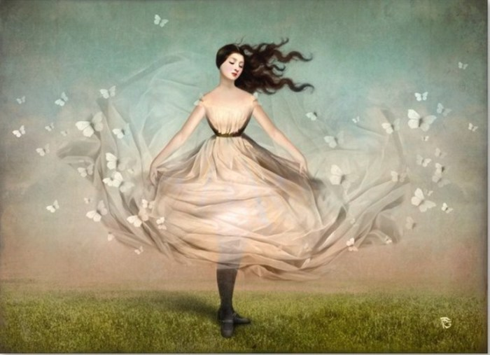 Платье-бабочки. Автор: Christian Schloe.