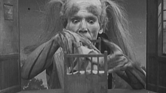 Кадр из фильма Дом с приведениями.