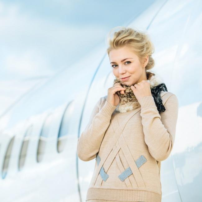 Прекрасная стюардесса. Латвийская авиакомпания «airBaltic», Календарь на 2016 год.