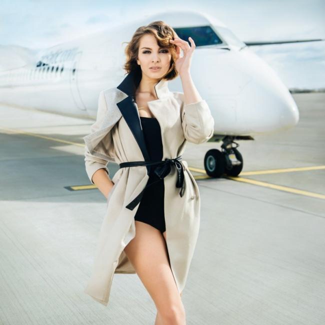 Соблазнительная стюардесса Латвийской авиакомпании «airBaltic», Календарь на 2016 год.