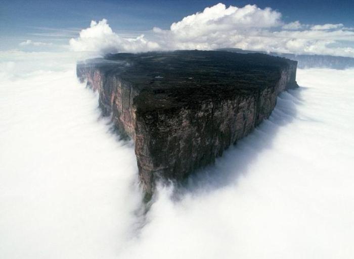 Гора Рорайма – одно из старейших геологических образований в мире.