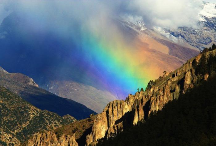 Радужный снимок в горах.