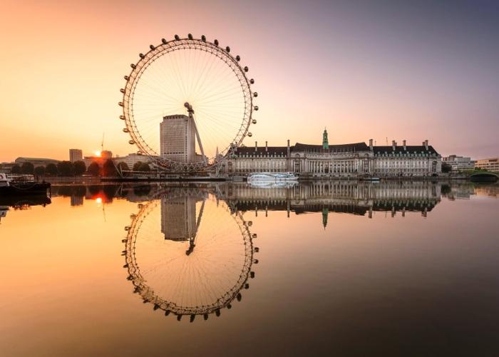 Колесо обозрения на рассвете. Лондон, Великобритания. Автор фото: George Johnson.