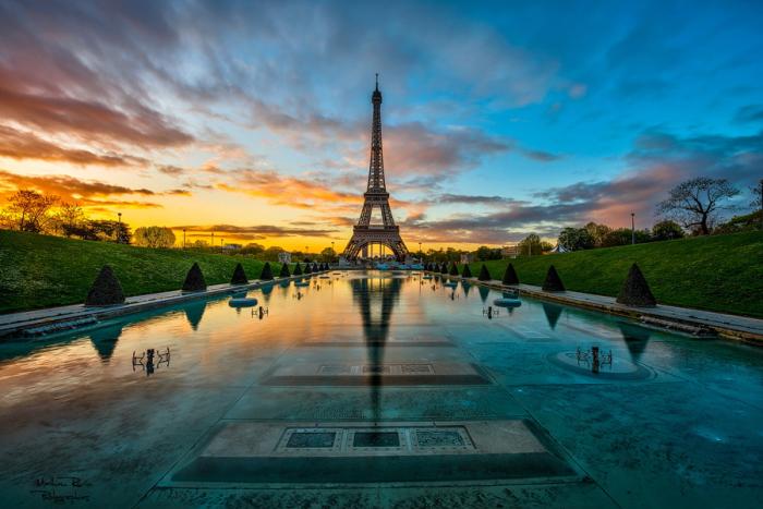 Восход солнца в Париже. Автор фото: Mathieu Rivrin.