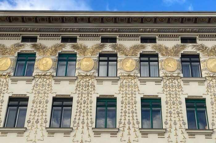 Детали дома-медальона, Отто Вагнер, 1898 год. \ Фото: twitter.com.
