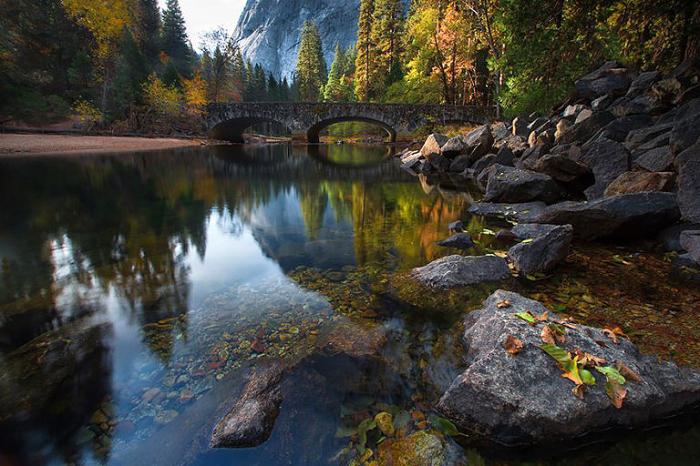 Мост через реку Мерсед, Национальный Парк Йосемити, США.
