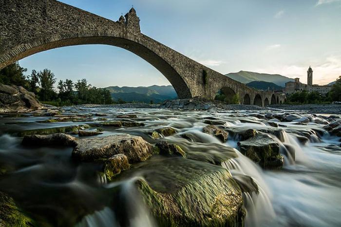 Мост Ponte Gobbo, Италия.