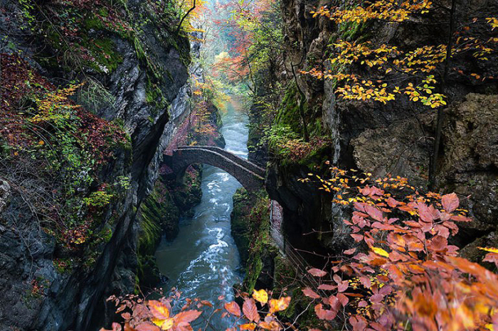 Мост Gorge De l'areuse, Швейцария.