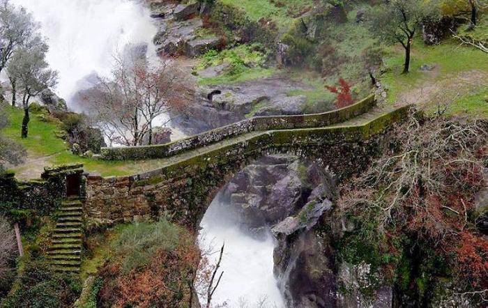 Мост Misarela, Жереш, Португалия.