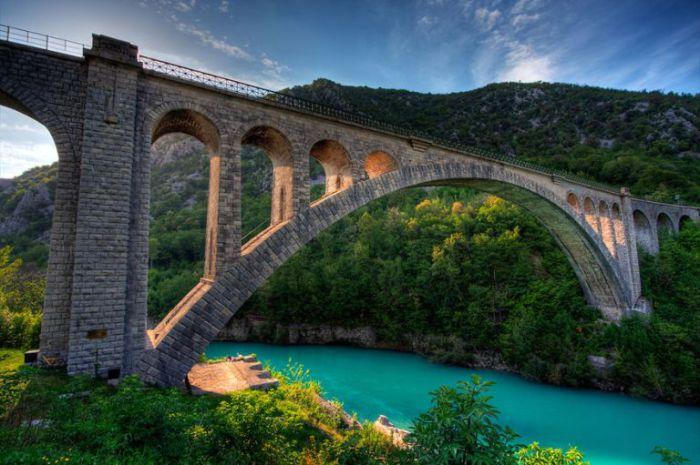 Мост Солкан вблизи города Нова Горица, Словения.