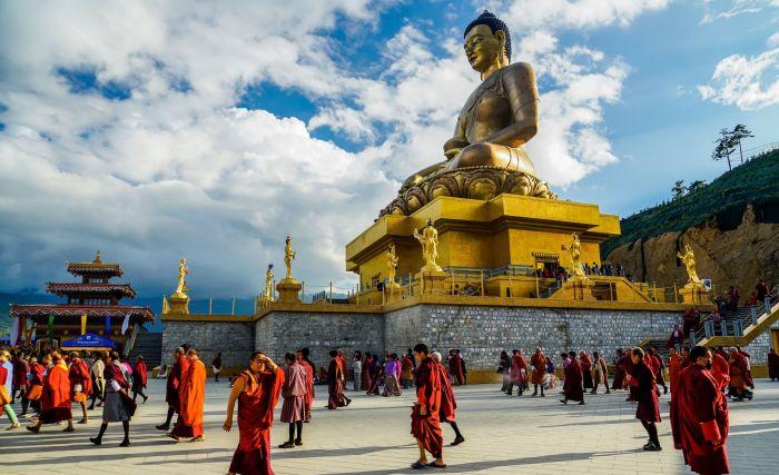 Статуя Будды Шакьямуни.