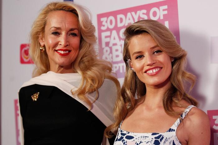Дочь Мика Джаггера с матерью. \ Фото: onebauer.com.