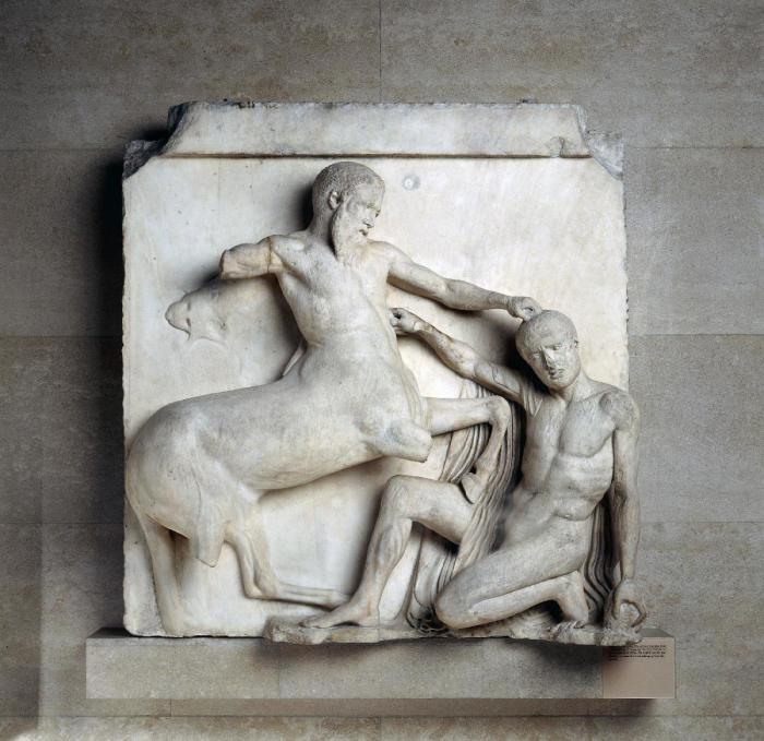 Метопа из Парфенона, сцена из Кентавромахии, 447-438 до н. э. \ Фото: blogspot.com.