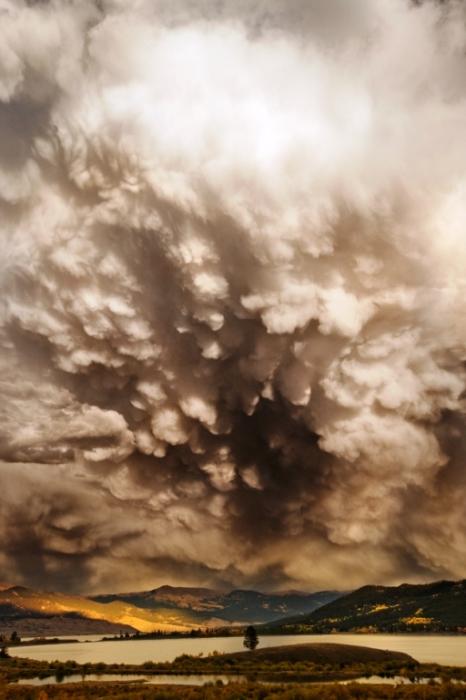 Тяжелые облака.