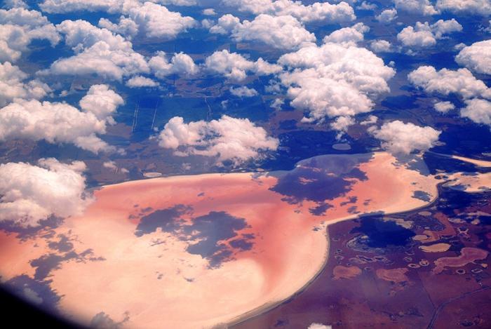 Розовое озеро, или озеро Спенсер находится в городе Эсперанс (Западная Австралия). Автор фото: Mark, Vicki, Ellaura и Mason.