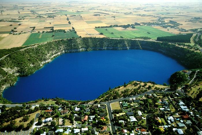 Голубое озеро в Маунт-Гамбье (Южная Австралия) снабжает местных жителей питьевой водой.