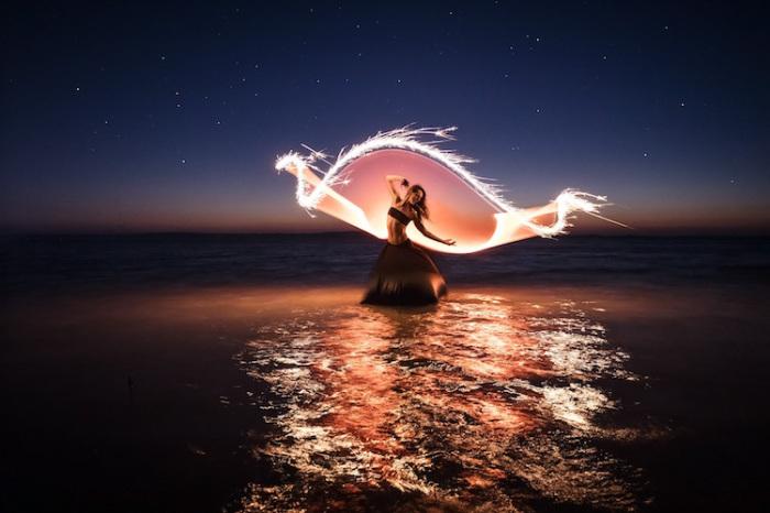 Танцы со светом. Автор: Eric Pare.