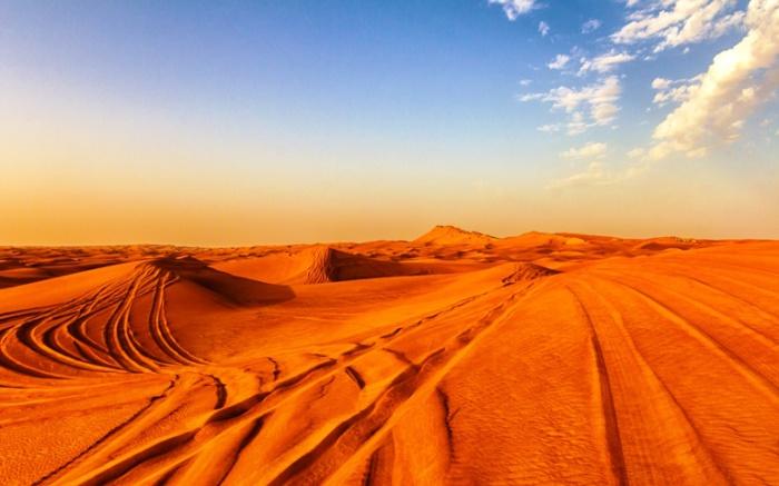 Пустыня - великолепно подходит для экстремальных развлечений.  Автор фото неизвестен.