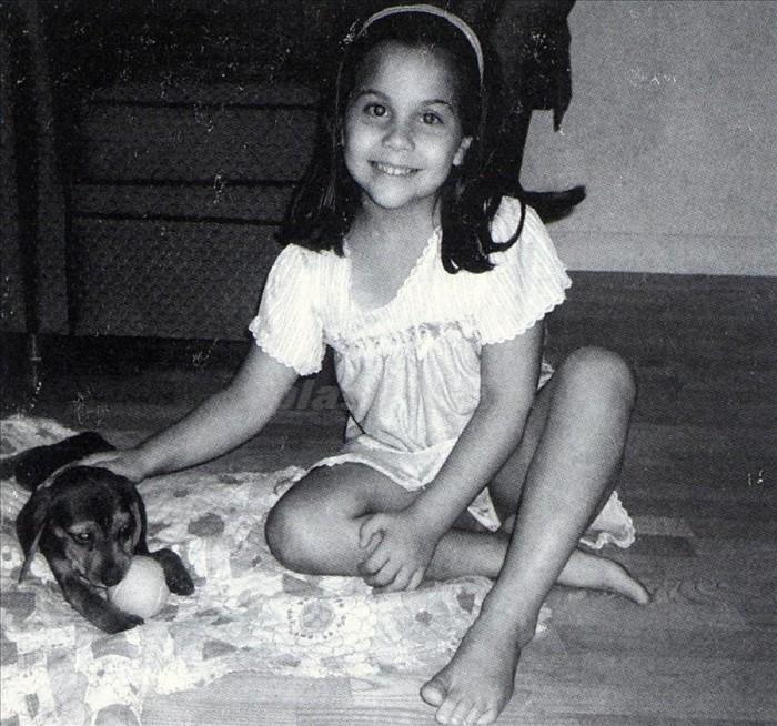 Стефани Джерманотта (Леди Гага) и собачка Элис, 1996 год, Нью–Йорк.