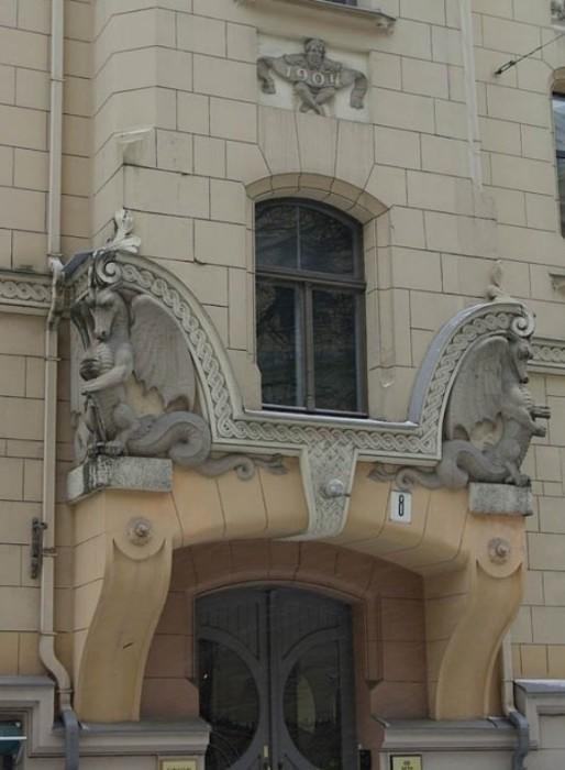 Потрясающие драконы в скульптуре и архитектуре, Рига.