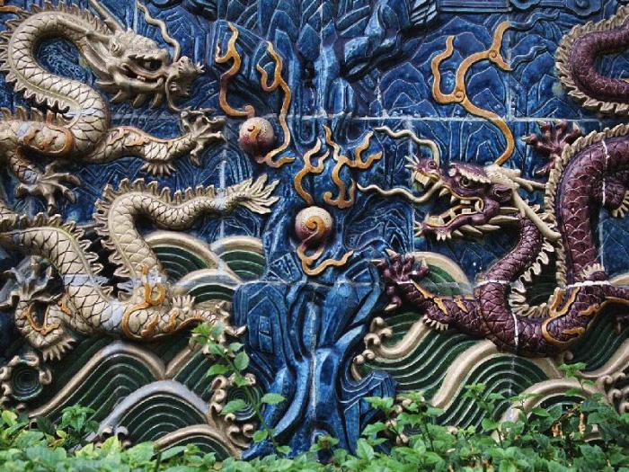 Стена Девяти Драконов, фрагмент.