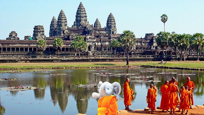 Он даже умудрился посетить Буддистский храм в Камбодже.