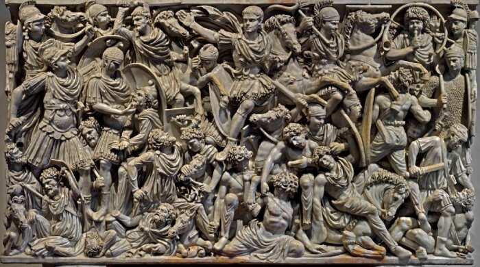 Саркофаг Людовизи или Большой саркофаг Людовизи с римлянами, сражающимися с варварами, середина 3-го века н. э. \ Фото: fi.pinterest.com.
