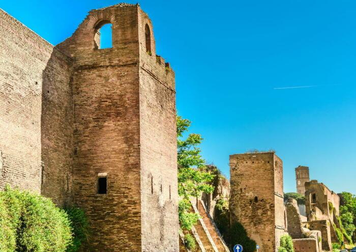 Стены Аврелия - это линия городских стен, построенных между 271 и 275 годами нашей эры в Риме, Италия. \ Фото: twitter.com.