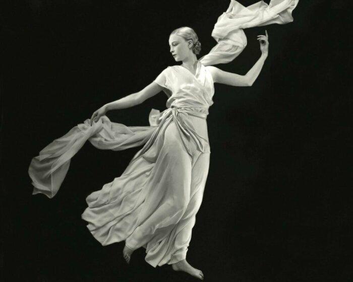 Платье с барельефным фризом от Мадлен Вионне, French Vogue, 1931 год. \ Фото: stilearte.it.