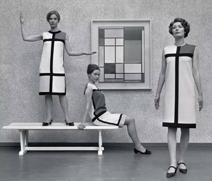 Платья Мондриан в Музее современного искусства Ива Сен-Лорана, 1966 год. \ Фото: sohu.com.