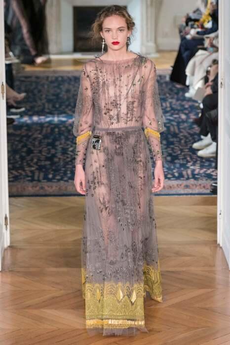 Платье от Пьерпаоло Пиччоли, показ мод Валентино, 2017 год. \ Фото: 10magazine.com.
