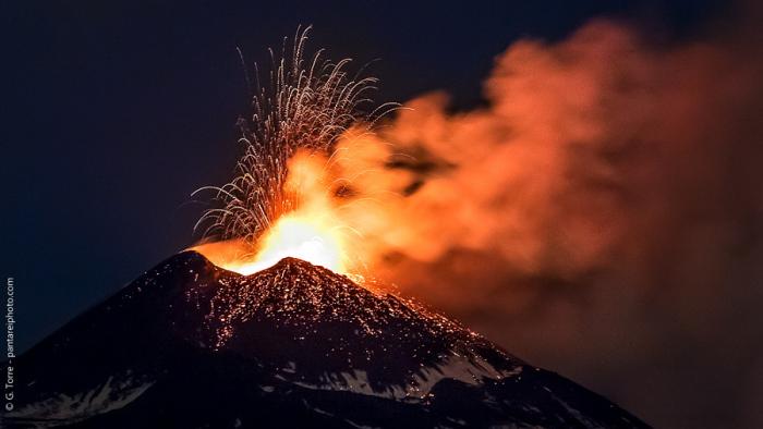 Огненный фонтан. Автор фото: Джузеппе Торре.