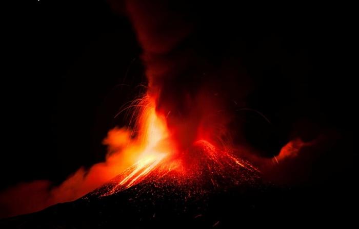 Новый юго-восточный кратер вулкана Этна. Автор фото: Уолтер Контэрино.