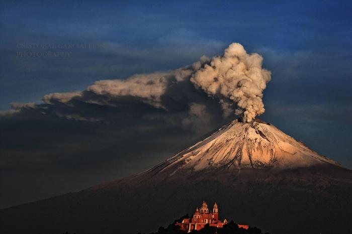 Попокатепетль  утром. Автор фото: Кристобаль Гарсиаферро Руб.