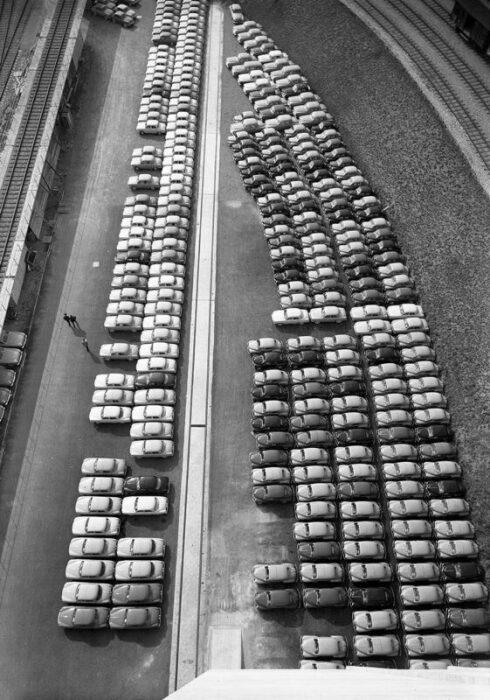 La Praille, автомобили в Свободном порту Женевы, 1957 год. \ Фото: google.com.