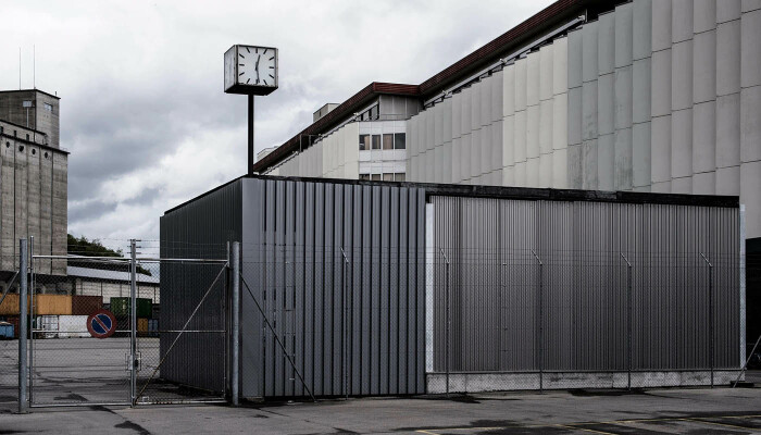Женевский свободный порт, окружённый колючей проволокой. \ Фото: art.ifeng.com.