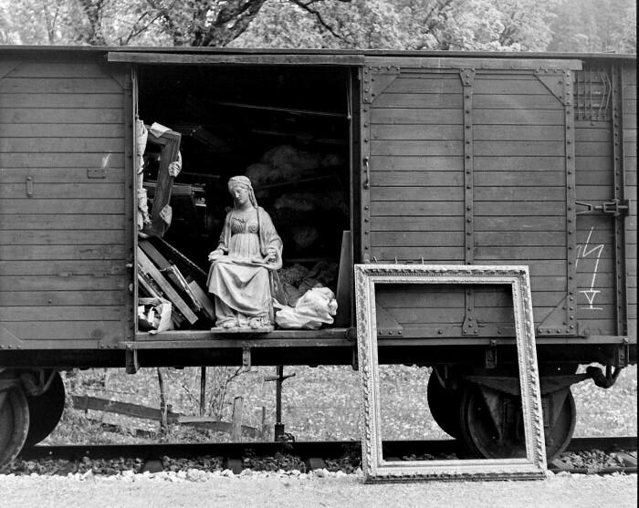 Товарный вагон частного поезда с грузом из Лозе, содержащим произведения искусства, захваченные нацистами и Герингом, обнаруженные в 1945 году. \ Фото: google.com.