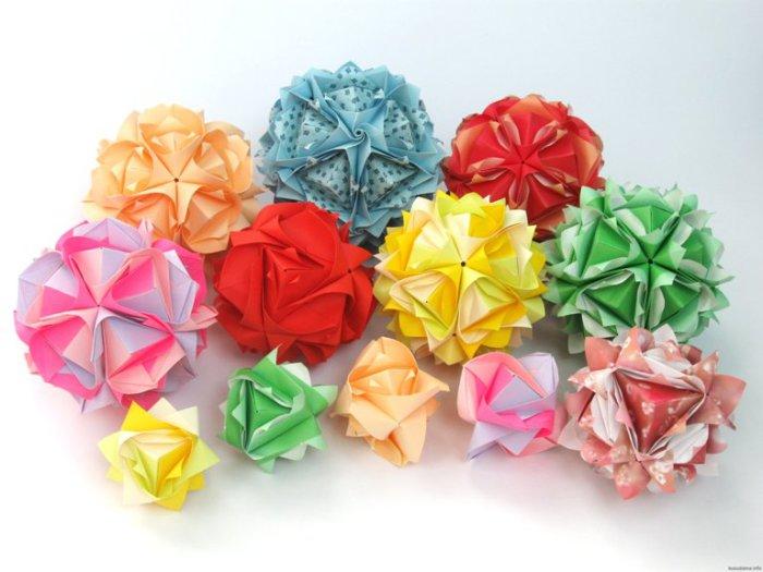 Поле цветов из бумаги