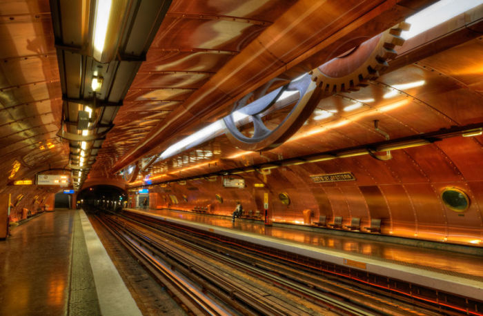 Станция - Искусства и ремесла.