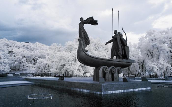 Памятник. Киев.