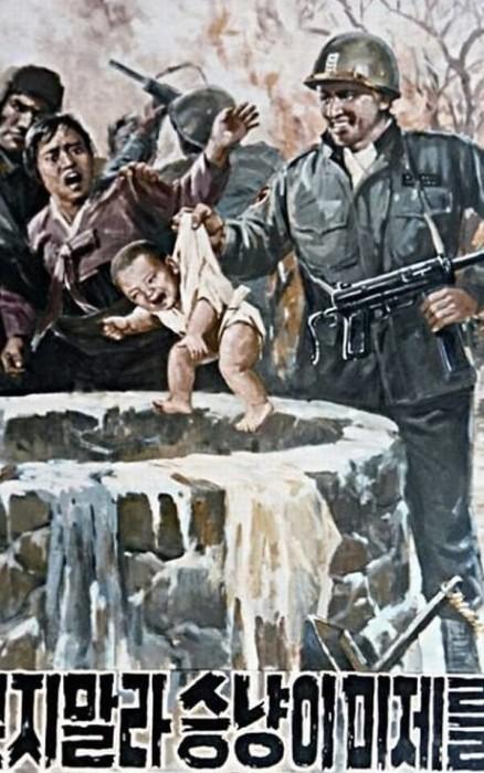 Особенно часто северокорейская пропаганда рисует американцев творящими зверства в отношении детей. Вот здесь американский солдат бросает ребёнка в колодец.