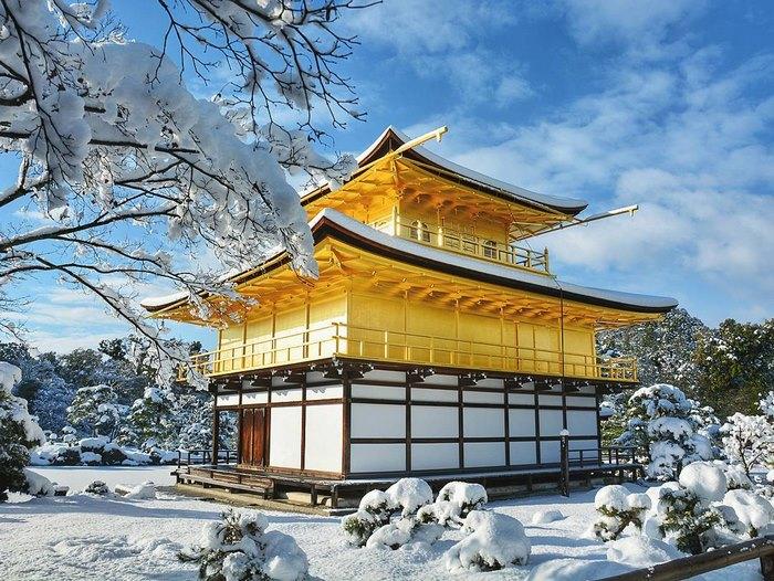 Снегопад - небывалое явление в Киото.