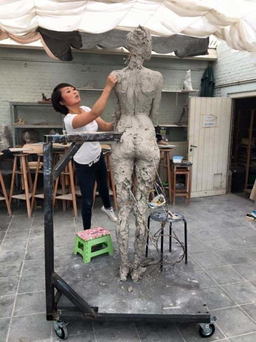 Рабочие моменты. Автор: Luo Li Rong.