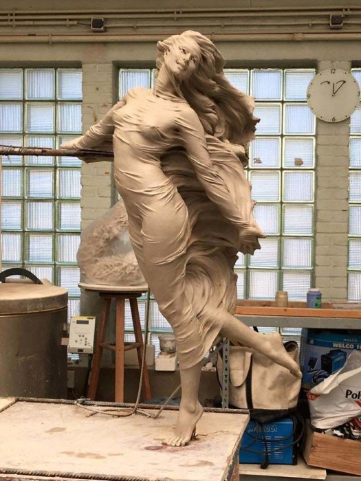 Ветер в волосах и летящие одежды. Автор: Luo Li Rong.