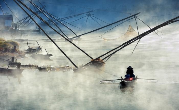Озеро Туйен Лам в тумане. Автор: Ly Hoang Long.