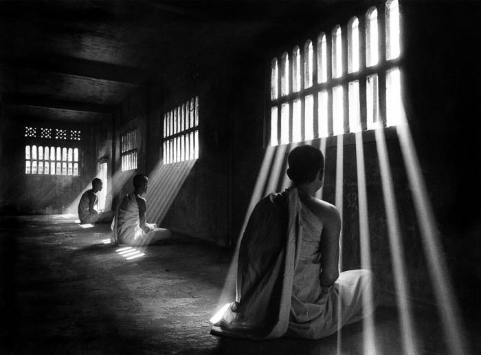 Первые лучи солнца в храме. Автор: Ly Hoang Long.